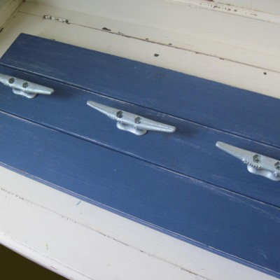 navy_plank_coatrack1
